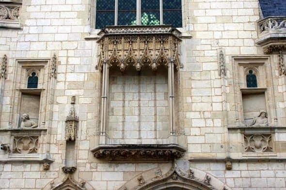 The facade of Palais Jacques Coeur