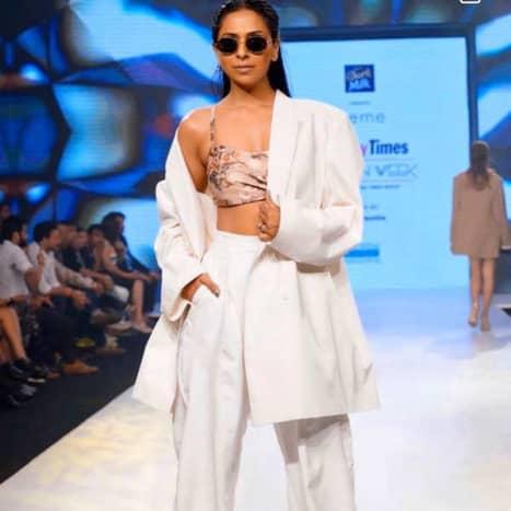 8-famous-female-models-of-india