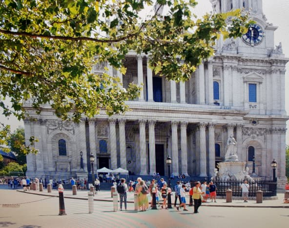 Front view of St. Paul´s Cathedral in London, England
