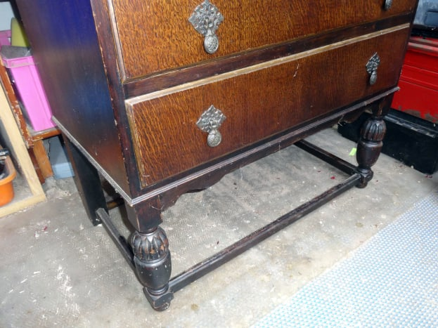 Front stretcher between the legs that prohibits easy storage below the bureau.