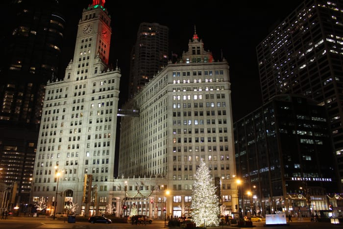 Like with the previous few hotspots I took this picture practically standing at the same spot on a night in December 2015. Still it's hard to screw up a night shot of the Wrigley Building.