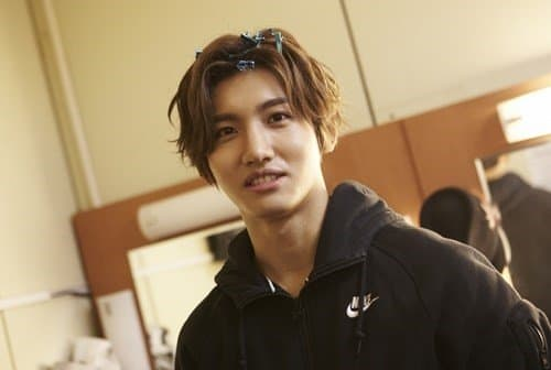 Changmin rocking that Trunks hair (curtain fringe).