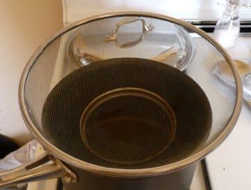 Colander in 3 Quart Saucepan