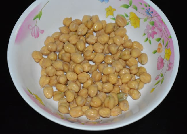 Step one: Soak chickpeas in water for 8 to 10 hours or overnight.