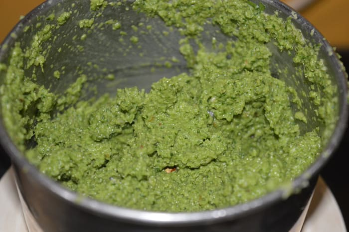 Step one: Make green coriander chutney as per instructions. Collect it in a bowl.