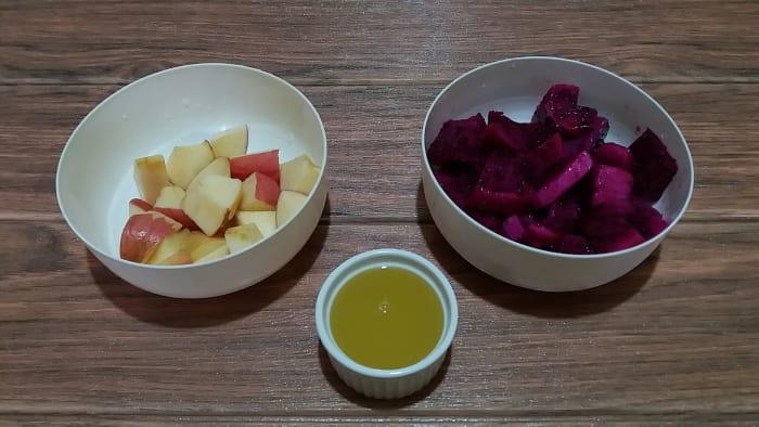 Apple, dragon fruit, and sweetened lemon juice