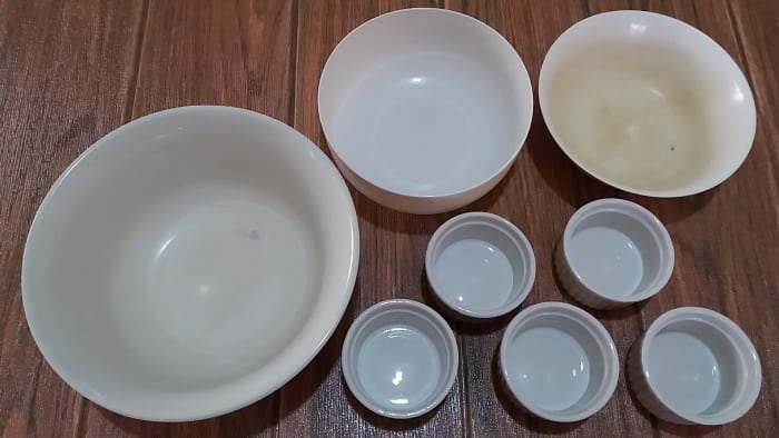 The utensils for making gising gising: several bowls in different sizes.