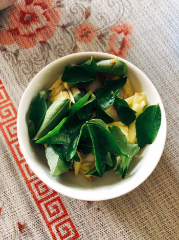 Curry leaves, ginger, shallots, garlic, and assorted spices.