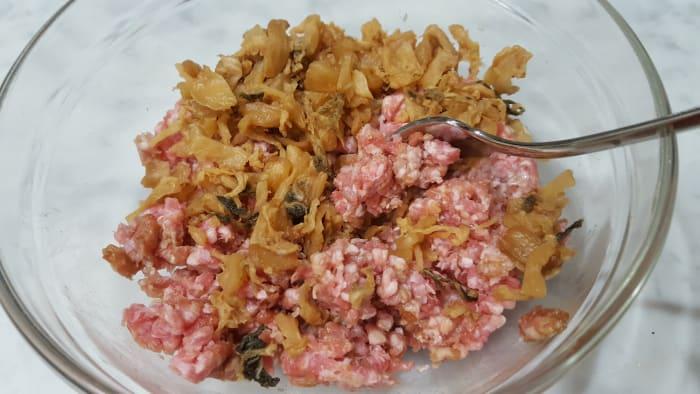 Mix dongcai through the seasoned minced pork.