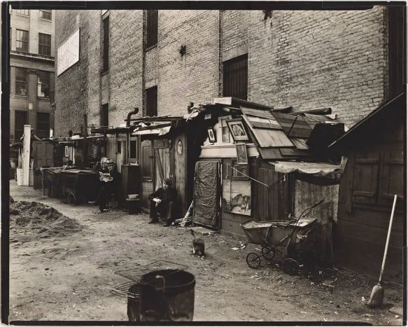 Huts and unemployed men in Manhattan in 1935.