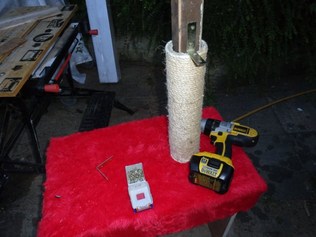 Sliding the cylinder scratch rope down the support post.