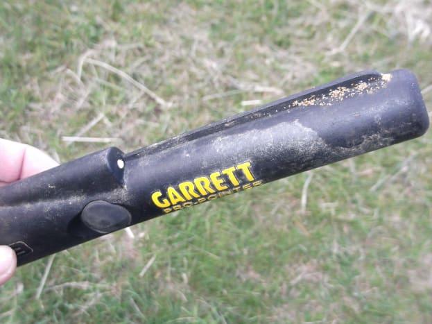 一种不同类型的金属探测器,用来帮助寻找目标,特别是在挖洞时。