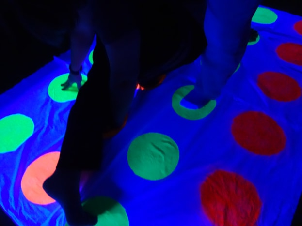 glow-in-the-dark-twister