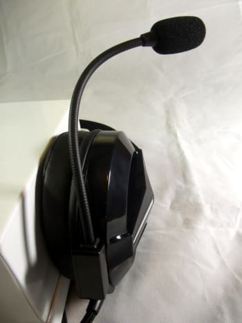 Microphone of  Combatwing M180 Gaming Headset can be securely fixed in any position