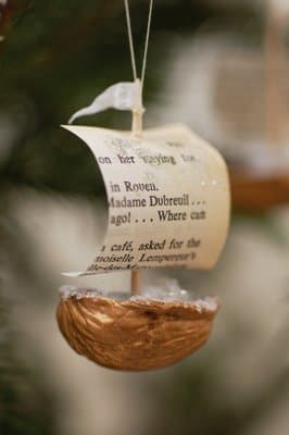 Keep reading for more walnut shell ship boat ideas.