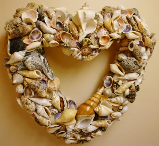 Completed seashell wreath