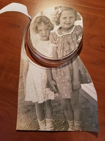 This is my aunt and her cousin as  little girls. I've cut a round shape from the copy of the old picture. Now I'll glue it onto a plastic piece that I had (an old drink coaster).