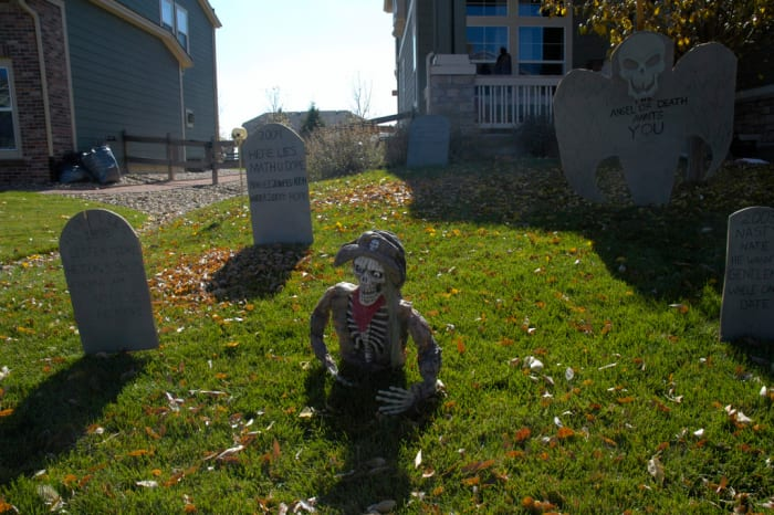 A typical 'haunted yard' set up, similar to what we had.