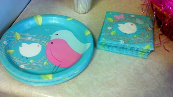Nesting birds plates and napkins.