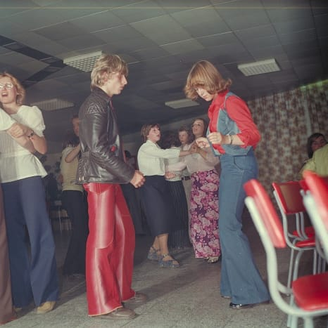 how-to-throw-a-70s-themed-party