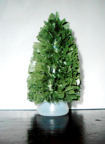 1. Mini Christmas tree using green straw without decorations