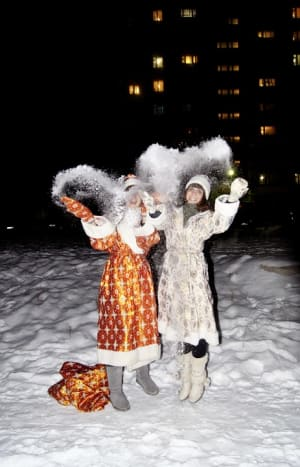People dressed up as Ded Moroz and Snegurochka.