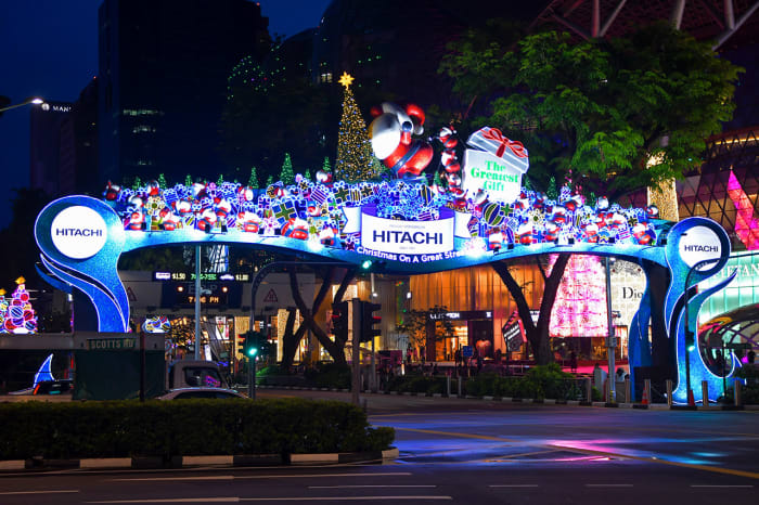 In 2019, the glitzy shopping stretch reverted to using traditional Christmas motifs for the light-up. Santa, presents, and Christmas trees were once again the highlights.