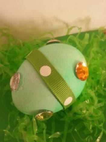 Baubles and Ribbons Egg