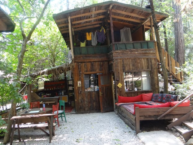 The treehouse sits above the common areas and has its own indoor & outdoor spaces and its own ensuite bathroom.