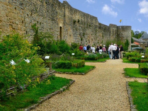 The fortification wall and the medieval garden.