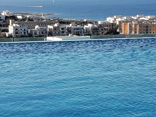 Skybeach infinity pool.