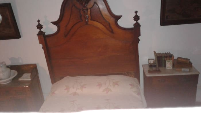 "this is the room where the ""ghost"" appeared.  Above the books to the right of the bed."