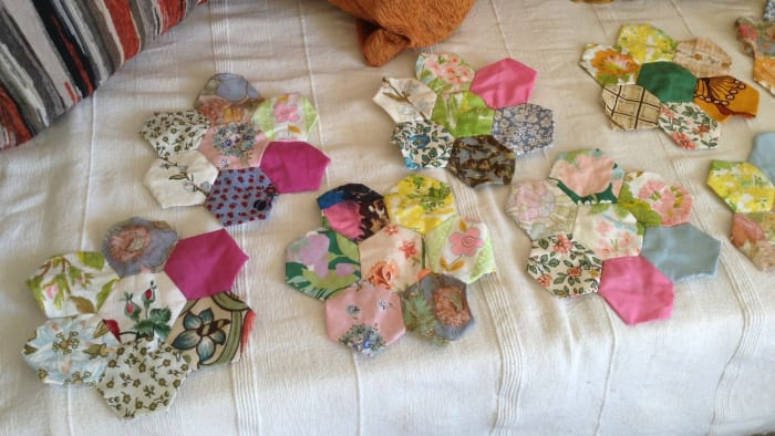 make 'flowers' from old quilting.