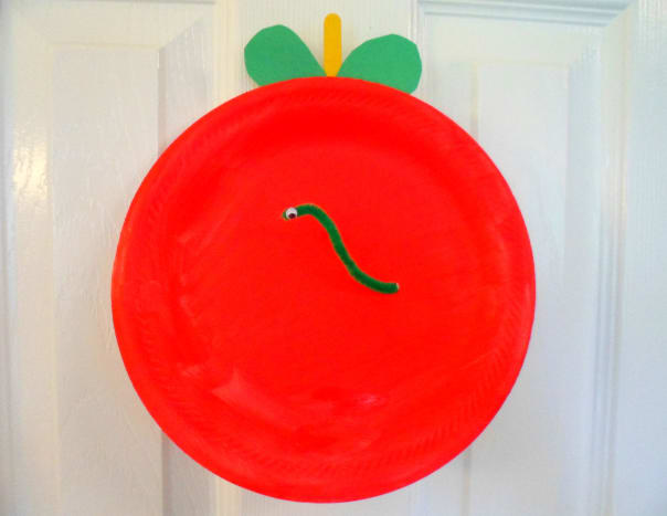 Our finished paper plate apple.