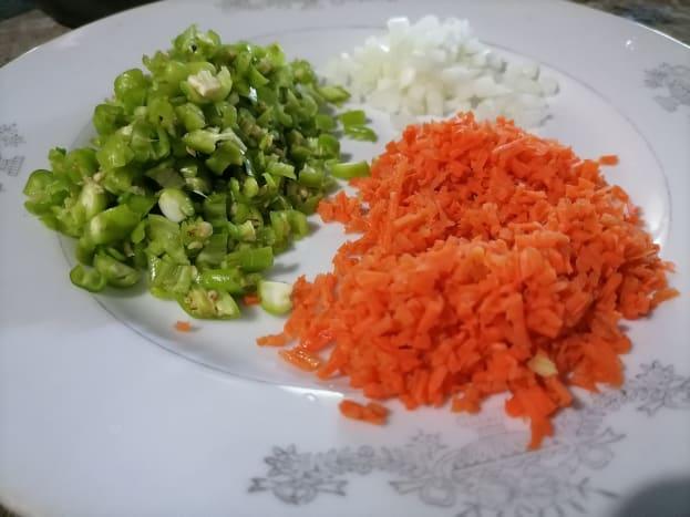 crispy lumpia omelette ingredients