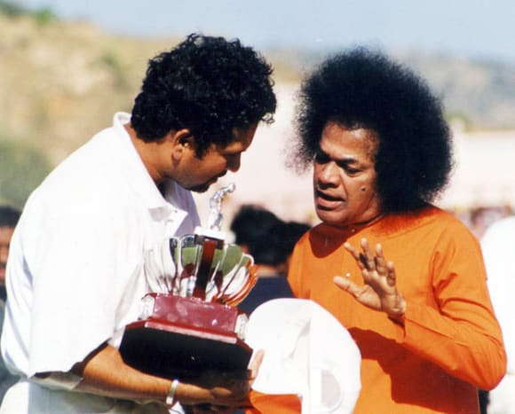 Post the presentation ceremony, Swami and Sachin had quite a long, intimate conversation.