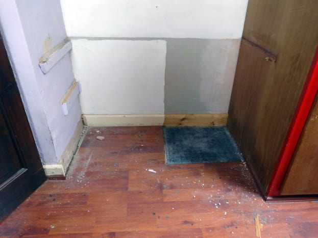 Repairs to the floor also meant repairs to part of the alcove's skirting board