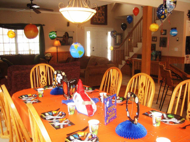 This is how we decorated the table for my son's party.