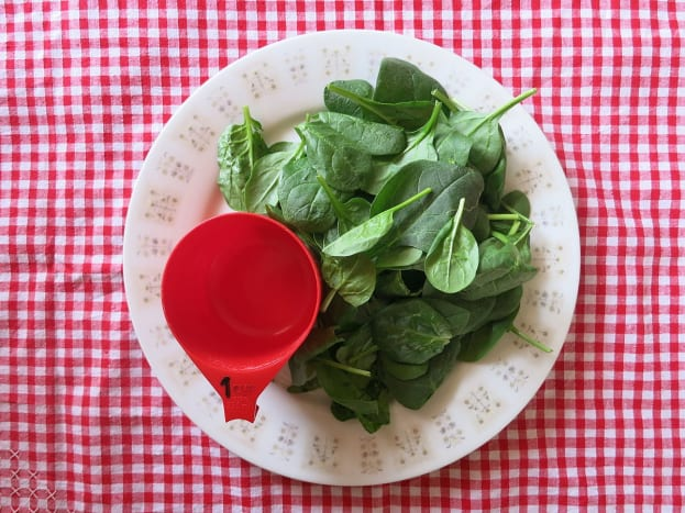 1 cup of raw spinach leaves