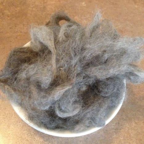 Llama wool fibers are very warm and has no lanolin.