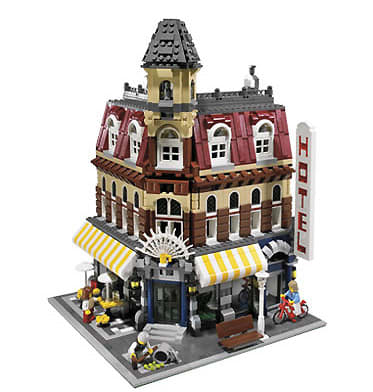 Cafe Corner (10182) Released 2007. 2,040 pieces!