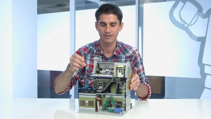 LEGO Creator Parisian Restaurant Modular Building | The back of the building.