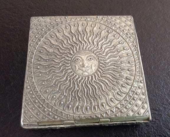 Decorated lid of sundial