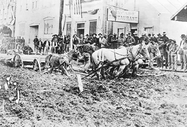 Muddy street in Dawson, 1898