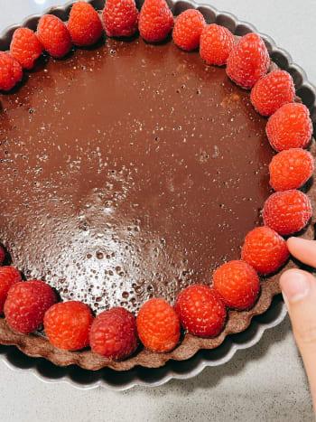 I decided to decorate the tart with fresh raspberries around the chocolate tart.