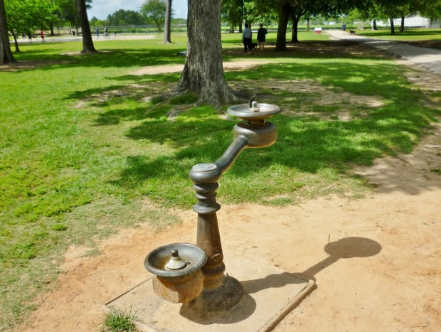 Drinking water for people and pets in the Katy Dog Park