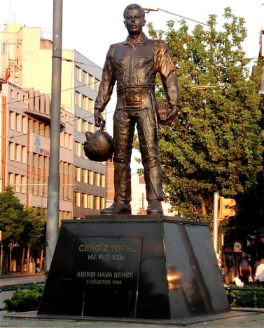 Statue of Captain Cengic Topel