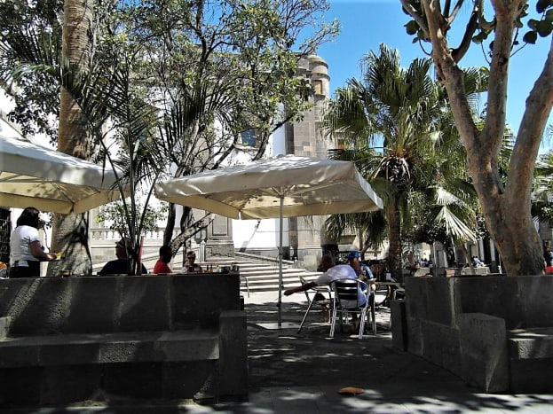 The tables of Taberna de El Monje, by Catedral de Santa Ana.