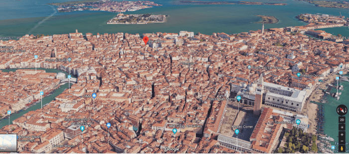 Once, getting lost in Venice, I found Baci&Pasta, a great place to eat freshly made pasta and gnocchi on the go. Yum! The red dot is its location.
