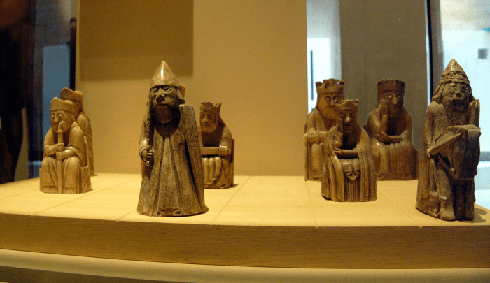 isle-of-lewis-chessmen-official-chess-set